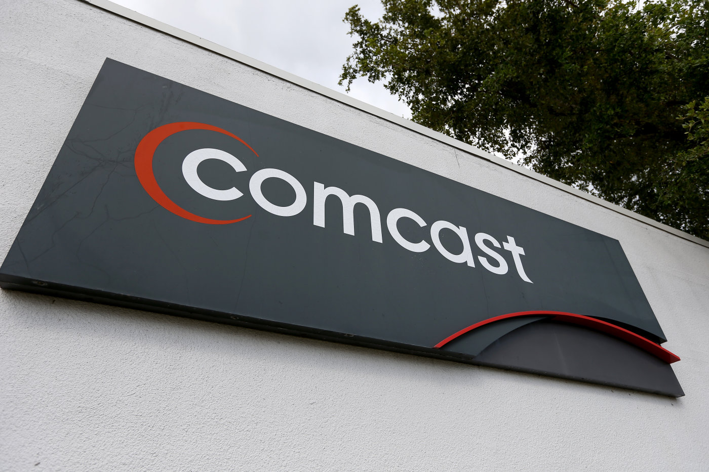 What are analysts Suggestions on: Comcast Corporation (NASDAQ:CMCSA)